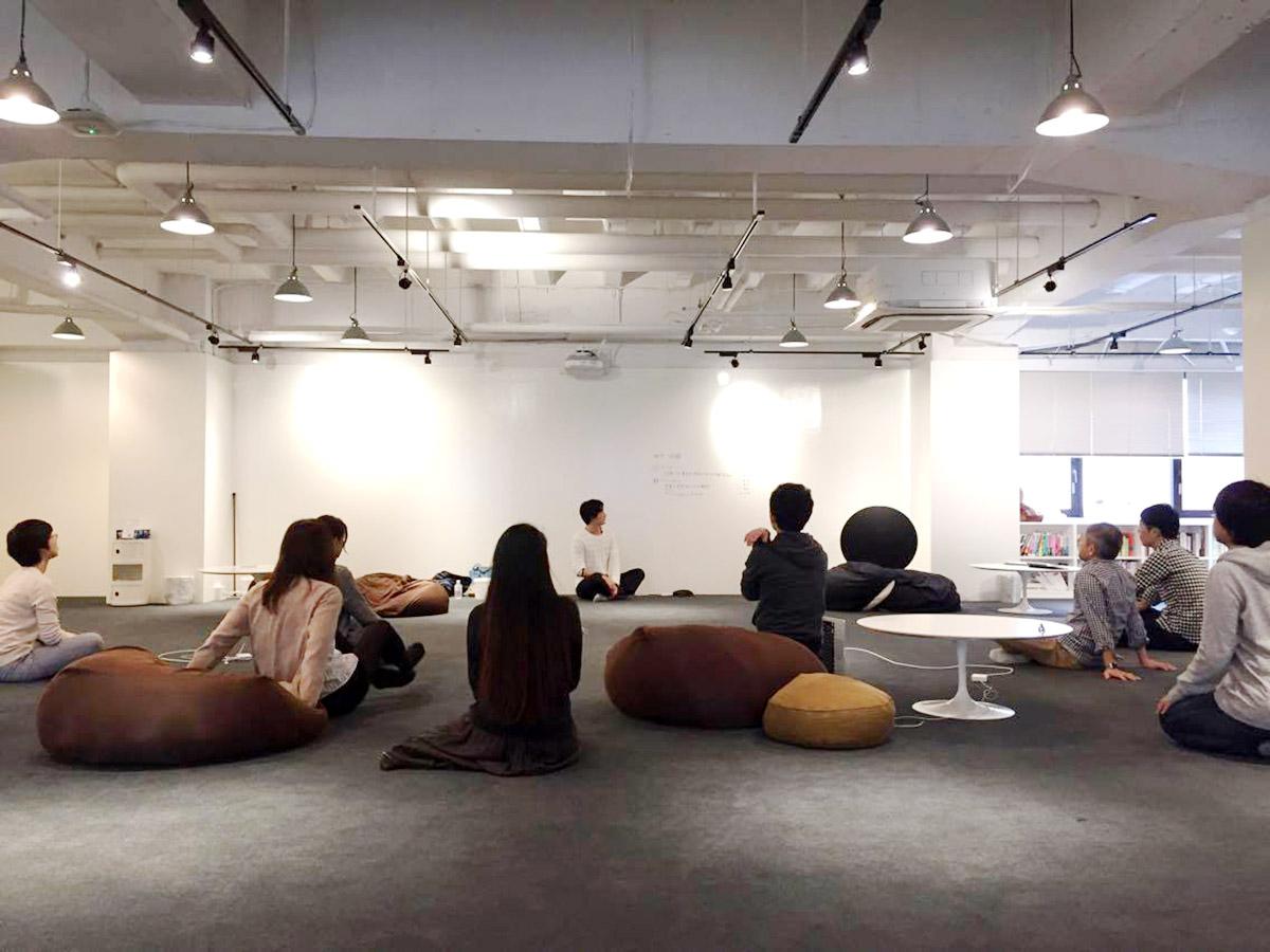 始業前30分のオフィスヨガ、出張瞑想クラスをさせていただきました