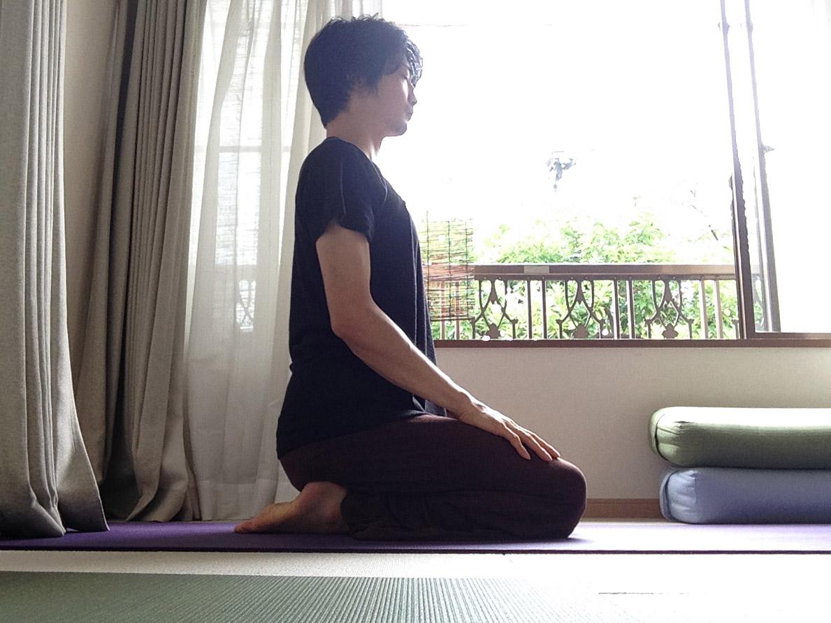 ヴァジュラーサナ(稲妻のポーズ・正座・金剛坐)〜正しい正座とは?〜