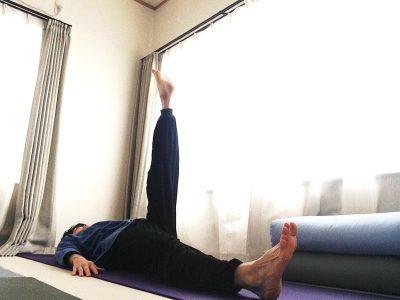 パワンムクターサナ2(パワンムクタアーサナ2)〜ヨガの準備運動2・腹筋を鍛え・消化を良くする、ピラティスと共通の動きも〜