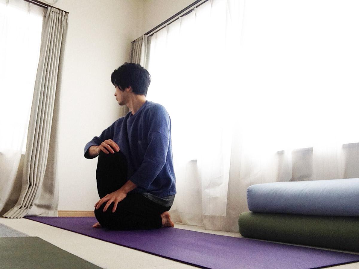 パワンムクターサナ3(パワンムクタアーサナ3)〜ヨガの準備運動3〜