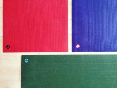 ヨガマットの選び方 〜価格帯・大きさ・厚さ・グリップ・耐久性・材質・重さ・臭い〜
