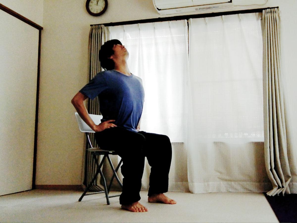 チェアヨガ・ベーシック 〜オフィスや学校で気軽に、全身を動かせるポーズ〜