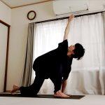 ヨガマットなしでもできる、10分間で一通り体を動かす流れ 〜朝の習慣・ケガ予防・ヨガ前の準備運動に〜